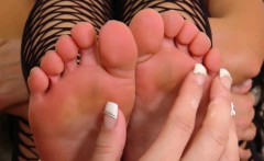 rahyndee and alicia silver play with each others feet