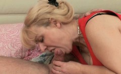 Mom loves anal sex and cumshots