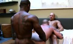Gaysex black muscle hunk in threeway fun