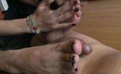 Footdom babe gives handy