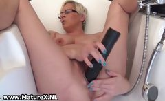 Horny mature lady fucking her own tight