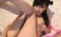 OMG Insanely Gorgeous Asian masturbating