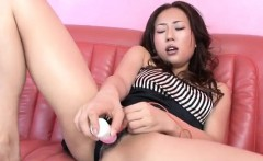 Yuu Uehara plays with toys in raw solo action