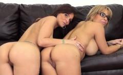 Livechat lesbians Alyssa Lynn and Syren Demer