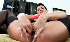Spicy czech kitten gapes her yummy snatch to the special