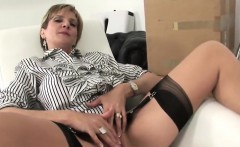 Unfaithful uk mature lady sonia flashes her large boobies