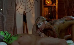 Relaxxxed - Halloween massage with green oil and sensual sex