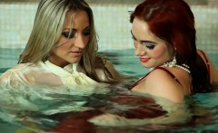 sensual wetlook pair play around in pool