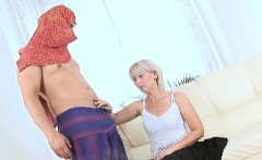 Concupiscent older lady spread legs to get deeply penetrated