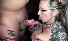 Mutter fickt mit dem Sohn der besten Freundin wenn alleine