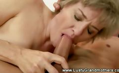 Mature granny pussy sucked after giving blowjob