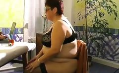 Busty mature fatty gets her old pussy