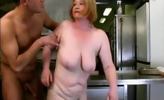 Nasty old woman gets her wet pussy