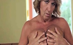Dirty mature slut goes crazy rubbing