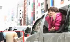 Publicsex oriental fingered in a car