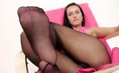 Leggy miss Sharon untidy nylon panty-hose fetish