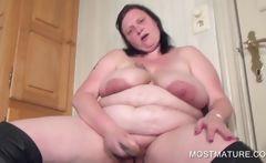 Amateur vibrating mature pussy