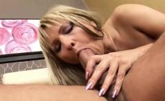 Lusty mature slut enjoys anal banging