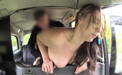 Babe in fishnets fuck in taxi