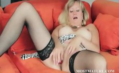 Blonde mom vibes her sexy clitoris