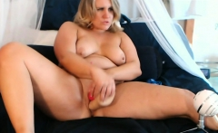 MILF chubby blonde hottie fucks her pussy with a dildo