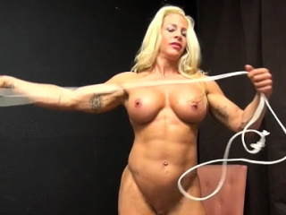 Female Bodybuilder Uses Rope to Play With Ass, Tits