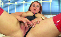 English BBW milf Sarah Jane dildos her tight fanny