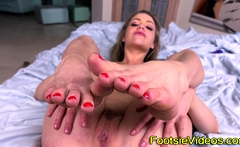 Blondes feet dripping